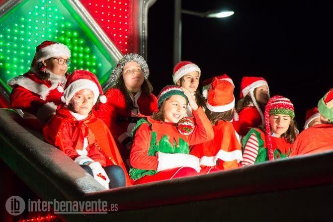 Los más pequeños dieron la bienvenida a Papá Noel a Benavente