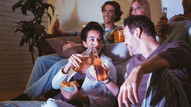 Como Divertirse Con Una Fiesta De Pijamas Para Adultos
